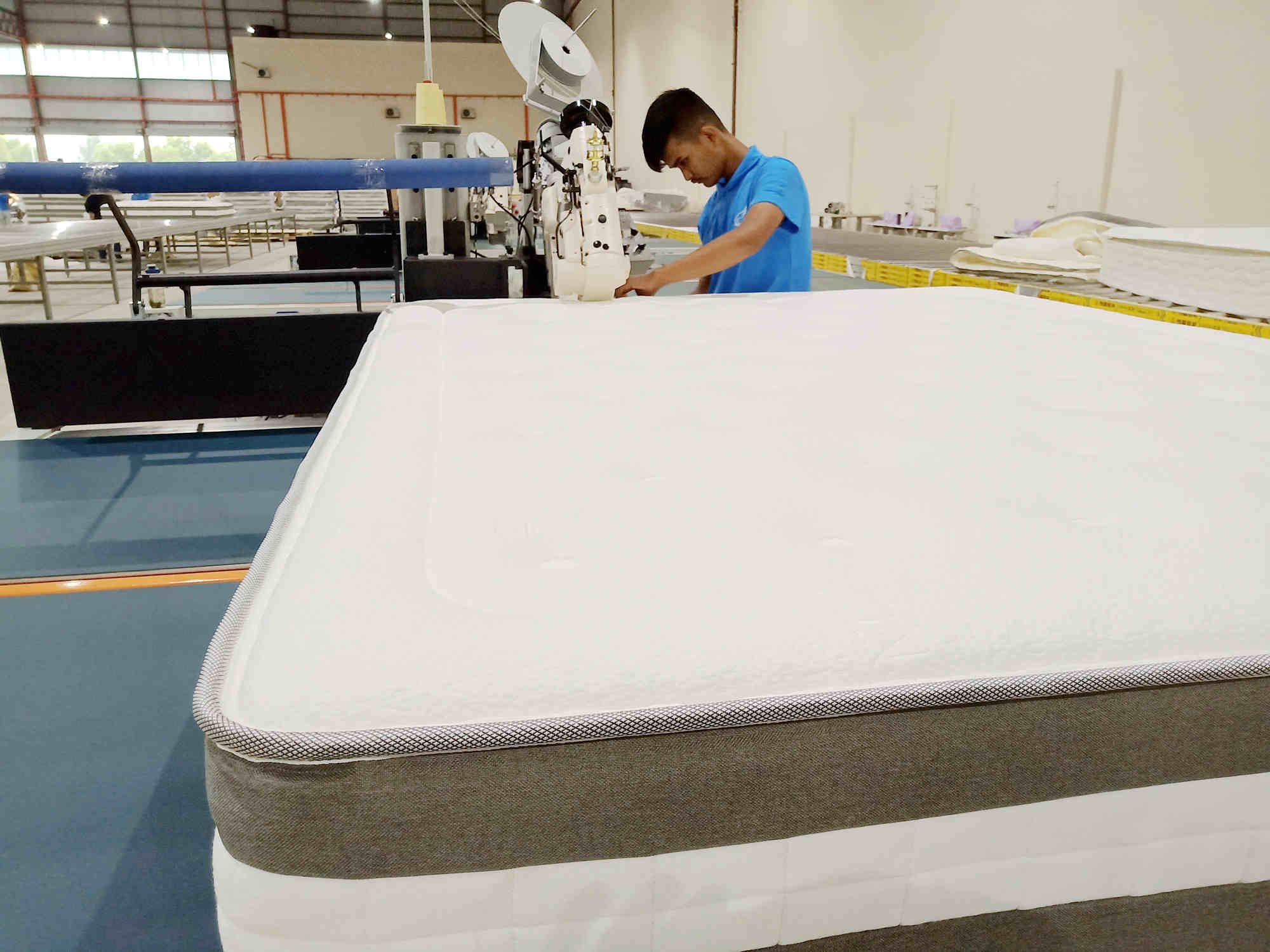 How to operate automatic mattress tape edge machine