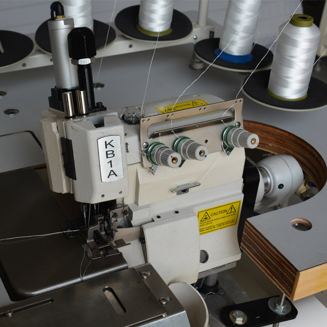 High-speed mattress flanging machine for mattress sewing and overlocking