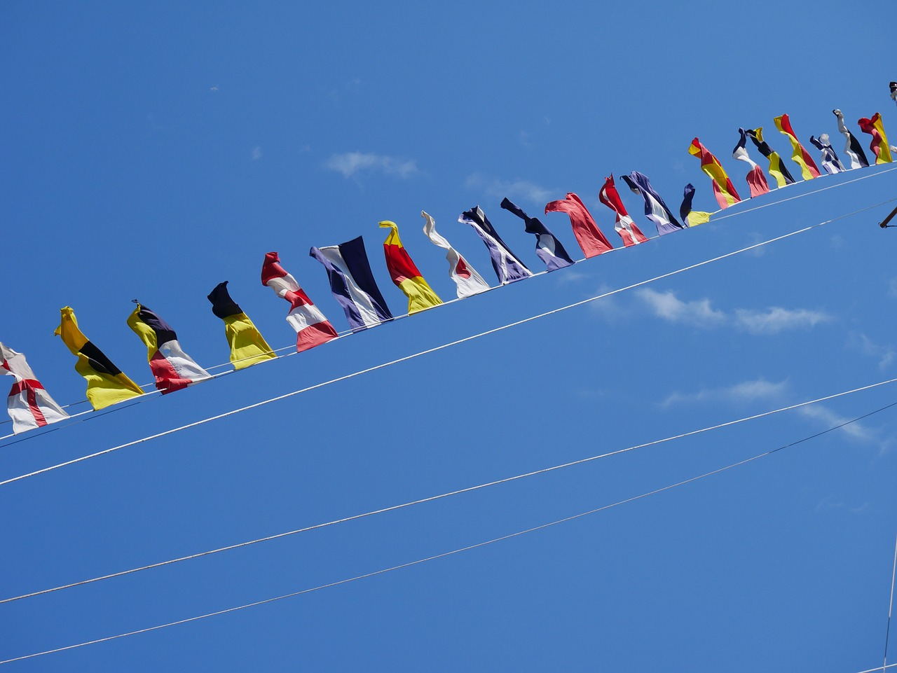 flags-922911_1280